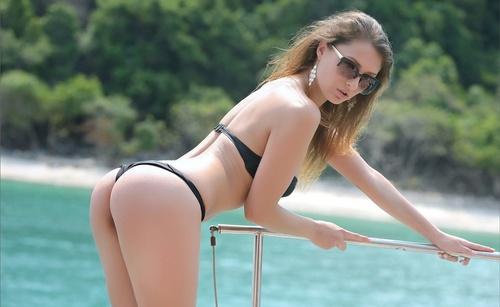 wow_bikini_1.jpg